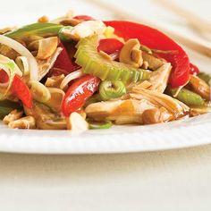 Chop suey au poulet   Ricardo Asian Chicken Recipes, Cooked Chicken Recipes, Turkey Recipes, How To Cook Chicken, Asian Recipes, Ethnic Recipes, Chop Suey, Ricardo Recipe, Confort Food