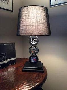 la kings hockey puck lamp