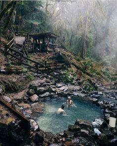 """Gefällt 25.5 Tsd. Mal, 167 Kommentare - The Globe Wanderer (@theglobewanderer) auf Instagram: """"Hidden hot springs in the Pacific Northwest Photography by @lostintheforrest #TheGlobeWanderer"""""""