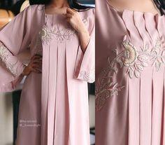 Abaya Designs, Blouse Designs, Caftan Dress, Sari Blouse, Dress Outfits, Fashion Dresses, Mode Abaya, Arab Fashion, Embroidery Fashion