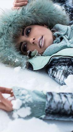 Skie Resort out on the snow Ski Fashion, Winter Fashion, Fashion Design, Ski Wear, Snow Bunnies, Snow Pants, Winter Colors, Buy Prints, Winter Snow