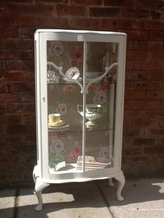 Vintage style display cabinet for your gorgeous treasures Reclaimed Furniture, Hand Painted Furniture, Paint Furniture, Upcycled Furniture, Shabby Chic Furniture, Furniture Makeover, Cool Furniture, Furniture Design, Bathroom Furniture
