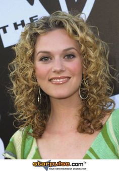 Would love it if my hair would curl like this ... for more than five minutes :)