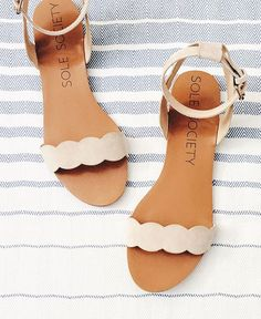 i just wanted to pop in before the long weekend to share a few accessories and beauty things i've been loving lately! scalloped sandals: okay, how great are these sandals? the scallops are so cute and