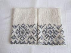Baltos riešinės su hematito spalvos karoliukais Wrist Warmers, Bead Crochet, Wire Work, Fingerless Gloves, Arms, Textiles, Beads, Future, Knitting