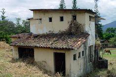 Casita en ruinas, Arbeláez, Cundinamarca, Colombia Cabin, Architecture, House Styles, Home Decor, Wonderful Places, Ruins, Colombia, Arquitetura, Decoration Home