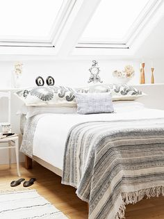 Master bedroom remodel hacks A great interior design tip is employing the wasted space to utilize. This adds interest towards the room more eye-catching and attractive. Dream Bedroom, Home Decor Bedroom, Design Bedroom, Bedroom Bed, Bed Room, Master Bedroom, Summer Bedroom, Loft Room, Upstairs Bedroom