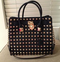 Ooch! a cool lady is coming with michael kors bag,$72