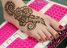 In this post we will discuss beautiful Eid mehndi designs 2012 for feet. These mehndi designs for feet are very beautiful and elegant. Henna Hand Designs, Eid Mehndi Designs, Simple Arabic Mehndi Designs, Legs Mehndi Design, Beautiful Mehndi Design, Latest Mehndi Designs, Simple Henna, Mehndi Designs For Hands, Henna Tattoo Designs