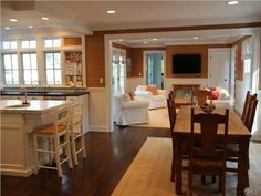 great floor plan w/ L-shaped kitchen/family room