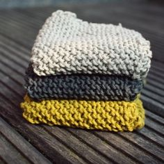 Fall is the best season to get into knitting again, starting with easy projects like these dishcloths made with organic cotton yarn.