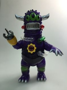 Jeff Lamm and Unbox Industries have done it again! the all new is the latest creation by them and arguably one of the best versions to date. With Jeff's trademark designs and the is Vinyl Toys, Vinyl Art, Antique Toys, Vintage Antiques, Monster Toys, Designer Toys, Weird And Wonderful, Vinyl Figures, Toy Art