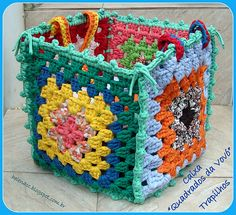 Crochet em Trapilho ou Fio de Malha (Rag Crochet: granny square box) with pictures and diagram. Crochet Diy, Crochet Storage, Crochet Home, Love Crochet, Crochet Gifts, Crochet Designs, Knitting Patterns, Point Granny Au Crochet, Knit Patterns