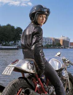 This is actually a Davida helmet ad :) - Moto Guzzi, Cafe Racer, Biker Girls - Motorrad Vintage Cafe Racer, Custom Cafe Racer, Scrambler Custom, Vintage Bikes, Vintage Motorcycles, Lady Biker, Biker Girl, Grid Girls, Moto Guzzi V7 Stone