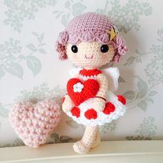 台灣Taiwan 鉤針娃娃 crochet doll maker宅藝術家自居,專長創作表情神韻