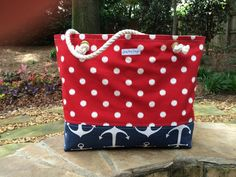 This mega-size tote bag screams summer! Made of 100% cotton duck fabric and completely lined with natural colored cotton canvas. The bag has a