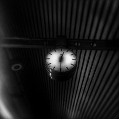 metro hour white&black