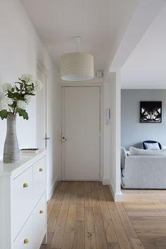 Mon Concept Habitation - Rénovation 2.0 Une entreprise jeune et dynamique qui sait respecter les délais de réalisation des travaux. Cliquez-ici pour rénover : http://www.monconcepthabitation.com/ Mon Concept Habitation 6 rue des petits hôtels 75010 Paris #monconcepthabitation #rénovation #Paris #appartement #scandinave #standing #rénovation2.0 #home #flat #apartment #travaux #parquet #haussmanien #verrière #chambre #salon #cuisine #ikea #canapé #gris #carreauxdeciment #menuiserie #surmesure…