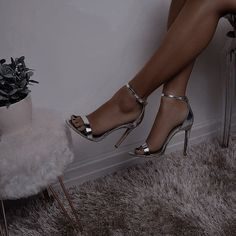 Dr Shoes, Cute Shoes Heels, Fancy Shoes, Pretty Shoes, Classy Aesthetic, Aesthetic Shoes, Stiletto Heels, High Heels, Kleidung Design