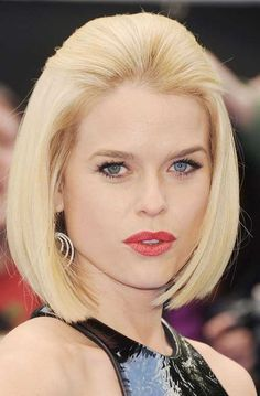 Style Check: #Sexiest #Hairstyles For Round Faces - Blonde Bob