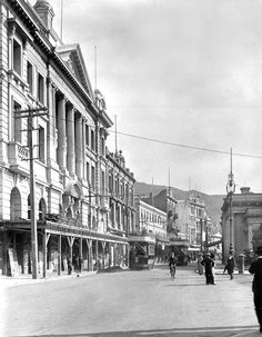 Lambton Quay, Wellington, circa 30 April photographed by Muir & Moodie. Hunter Street runs off to the right. Hunter Street, Street Run, Street View, Wellington City, South Island, British Isles, National Museum, Pacific Ocean, What Is Like