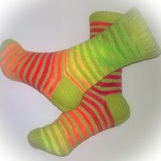 Stripes with step yarn and fluormania. Love these colors. Socks, Stripes, Knitting, Colors, Fashion, Moda, Tricot, Fashion Styles, Cast On Knitting