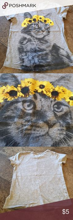 Old Navy Cat tee Super cute grey cat flower tee still in good condition Old Navy Shirts & Tops Tees - Short Sleeve