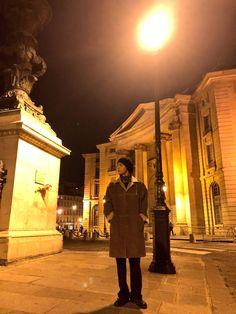 BTS's V (Taehyung) sharing his photos with he rest of BTS in Paris, France before they head to Seoul, South Korea Bts Taehyung, Bts Jimin, Jhope, Bts Bangtan Boy, Seokjin, Hoseok, Namjoon, K Pop, Park Ji Min