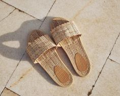 BALI - Slides - Straw/ ethical fashion for the conscious consumer/ slow fashion/ sustainable/ gifts for her Fashion Shoes, Fashion Accessories, Pretty Shoes, Mode Style, Sock Shoes, Spring Summer Fashion, High Heels, Footwear, Shoe Bag