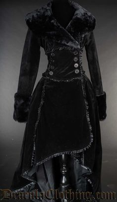 High quality velvet so black that the camera have problems taking pictures of it Witch Fashion, Dark Fashion, Gothic Fashion, Pretty Outfits, Cool Outfits, Fashion Outfits, Vestido Dress, Fashion Design Sketches, Gothic Outfits
