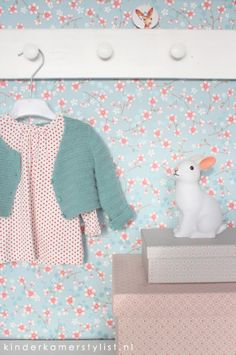 schitterend behangpapiertje #kinderkamer #behang PIP | styling kinderkamerstylist.nl
