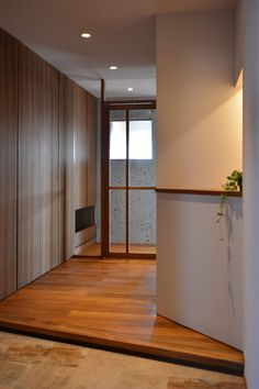 Mさんの家 BLOG見学会 | ハンズデザイン一級建築士事務所 Teak Flooring, Divider, Architecture, Room, Furniture, Design, Home Decor, Arquitetura, Bedroom
