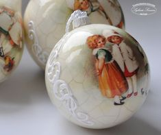 Sylvia Servin Christmas Decoupage, Painted Christmas Ornaments, Christmas Baubles, Christmas Crafts, New Years Decorations, Christmas Tree Decorations, Holiday Decor, Diy And Crafts, Crafty