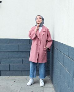 ✔ Fashion Winter Hijab Jackets in 2020 Hijab Chic, Casual Hijab Outfit, Casual Summer Outfits, Modest Outfits, Casual Winter, Modern Hijab Fashion, Street Hijab Fashion, Muslim Women Fashion, Skirt Fashion