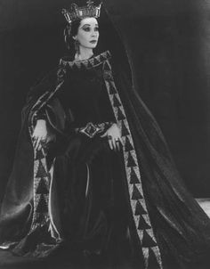 1955. Vivien Leigh as Lady Macbeth, Royal Shakespeare Company.