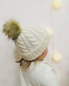 Palmikko pipo tupsulla Hello Kitty, Diy And Crafts, Winter Hats, Barn, Knitting, Koti, Villas, Socks, Fashion