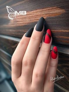 What Christmas manicure to choose for a festive mood - My Nails Red Gel Nails, Red Nail Art, Silver Nails, Matte Nails, Black Nail, Red Black, Elegant Nail Designs, Nail Art Designs, Latest Nail Designs