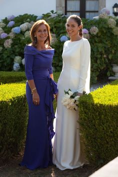 Mother wedding dress - Unique Navy Long Sleeve Mother of The Bride Groom Dresses Off Shoulder A Line Chiffon Wedding Party Gowns Evening Dress vestidos de fiesta Mother Of The Bride Dresses Long, Mothers Dresses, Mother Of The Groom Hair, Long Mothers Dress, Bride Groom Dress, Bride Gowns, Winter Dresses, Evening Dresses, Mob Dresses