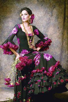 Flamenco dress, the traditional dress in the Feria de Abril of Seville, Spain Beauty And Fashion, Fashion Mode, Costume Flamenco, Des Femmes D Gitanes, Spanish Dancer, Spanish Dress Flamenco, Flamenco Dresses, Spanish Woman, Purple Love