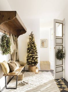 〚 Warm Christmas home with vintage decor in Spain 〛 ◾ Photos ◾Ideas◾ Design All I Want For Christmas, All Things Christmas, Christmas Fun, Christmas Decorations, Holiday Decor, Celebrating Christmas, Grand Designs, Vintage Decor, Vintage Furniture