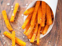 Kürbispommes sind DIE kalorienarme und gesunde Alternative zu Pommes frites. Einfach in der Zubereitung und perfekt als Beilage!
