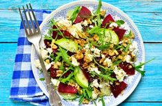 Beetroot and feta salad - Journey to Health Beet Salad Recipes, Salad Dressing Recipes, Veggie Recipes, Healthy Recipes, Carpaccio Salat, Beetroot And Feta Salad, Heart Healthy Snacks, Walnut Salad, 200 Calories