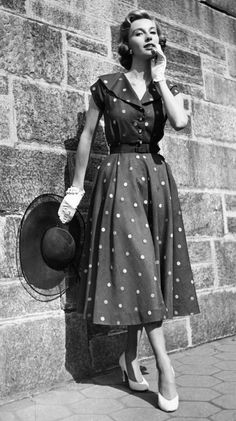 1950s Fashion Photos and Trends - Fashion Trends From The 50s #vintageclothing