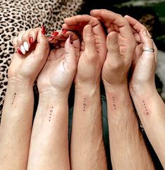 Matching Tattoos For Siblings, Matching Best Friend Tattoos, Matching Sister Tattoos, Siblings Tattoo For 3, Tattoos For Daughters, Tattoos For Sisters, Friend Tattoos Small, Small Tattoos, Tattoo Friends