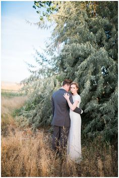 Idaho Styled Bridal Shoot. Photos by Casey James Photography are a combination of film as well as digital photos edited with Mastin Labs Fuji 400H preset to match the film.