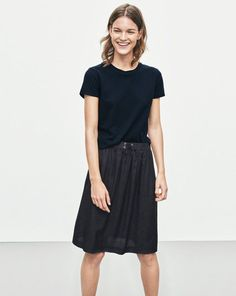 Drapey Structured Skirt - Skirts - Shop Woman - Filippa K Looks Street Style, Street Style Women, Minimalist Fashion, Minimalist Style, Neutral Outfit, All Black Everything, California Style, Minimal Chic, Spring Looks