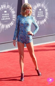 """Video: Taylor Swift Performs """"Shake It Off"""" At The 2014 MTV VMAs"""