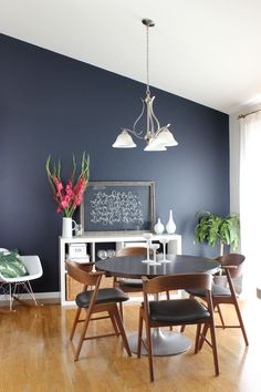 9 Striking Navy Blue Paint Colors For Your Room Makeover - - Looking for the perfect navy paint for your interior painting project? Here are nine popular navy blue paint colors with real-life examples of each. Dining Room Paint Colors, Dining Room Blue, Dining Room Walls, Living Room Colors, Room Chairs, Dining Table, Blue Wall Colors, Accent Wall Colors, Navy Paint Colors