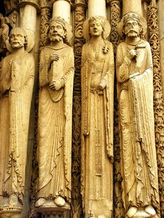 Chartres Cathedral 1130-1160: Sculptures on the exterior of the Cathedral of Notre-Dame de Chartres. A view with high detail of the four figures at the central portal. By Giulia_ on Flickr. Creative commons.
