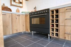 www.nice-id.nl,  Oud eiken keuken met betonblad.